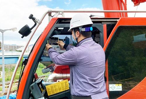 건기안전관리원 '도로 운행제한' 경고 스티커 검사 때 부착 배포한다
